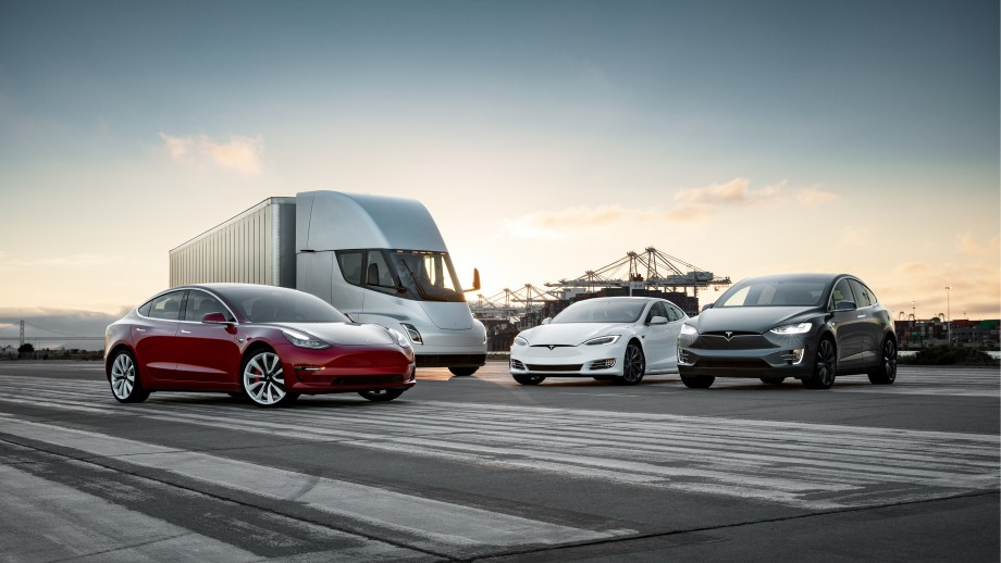 Tesla-S3X-Semi-fleet-press-photo.jpg